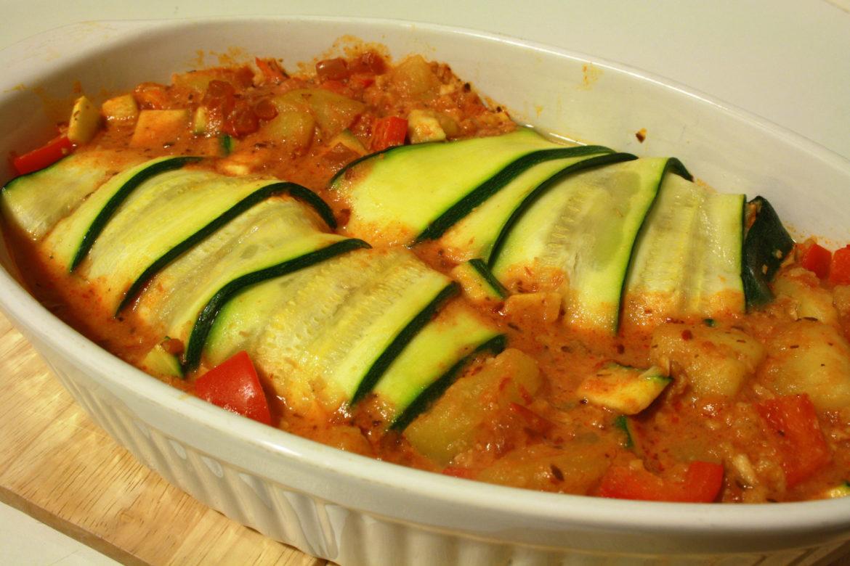 Gerollte Zucchini in Auflaufform
