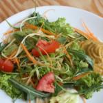 Rezept// Salat ›Wiese‹ mit Rucola und Zucchini