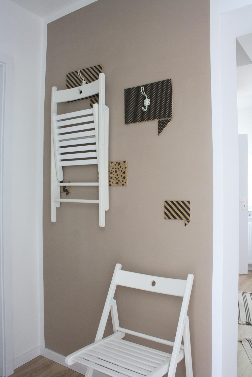 Stühle An Die Wand Hängen terje klappstühle hübsch aufhängen verstauen ikea hack