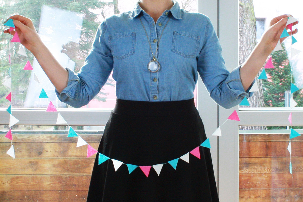 Hallo Piepmatz! DIY Anleitung für Baby Wimpelkette aus Filz Dreiecken (gemacht aus Vlies Putzlappen)