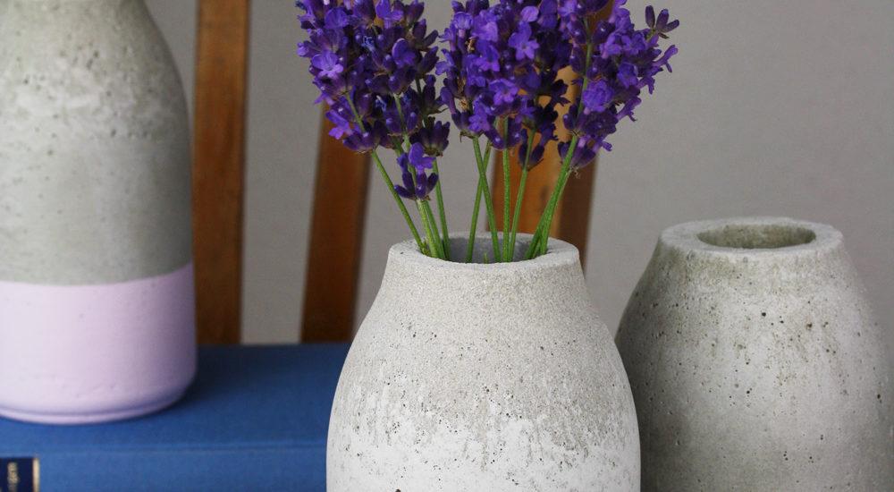 Flaschenförmige Beton Vase ›Flasche‹ oder Kerzenständer DIY Anleitung auf Hallo Piepmatz