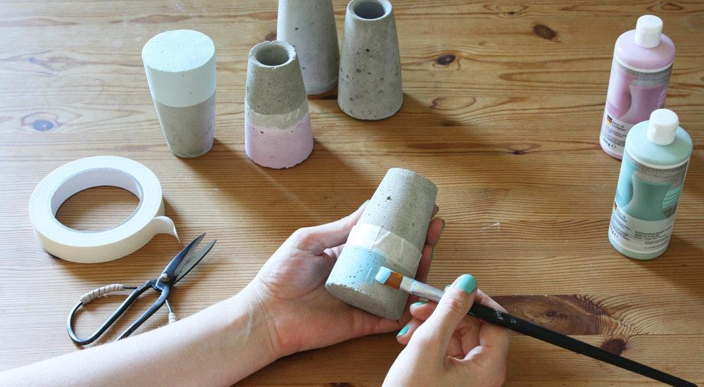 Betonvase kegelförmig dipped in kreide chalky