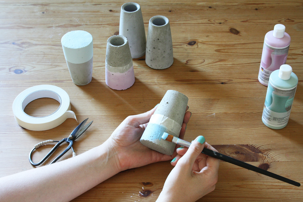 DIY Anleitung für Beton Vase ›Tube‹ kegelförmig dipped in kreide chalky