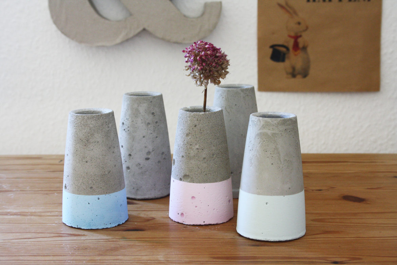 kegelf rmige betonvase wie tube von house doctor. Black Bedroom Furniture Sets. Home Design Ideas