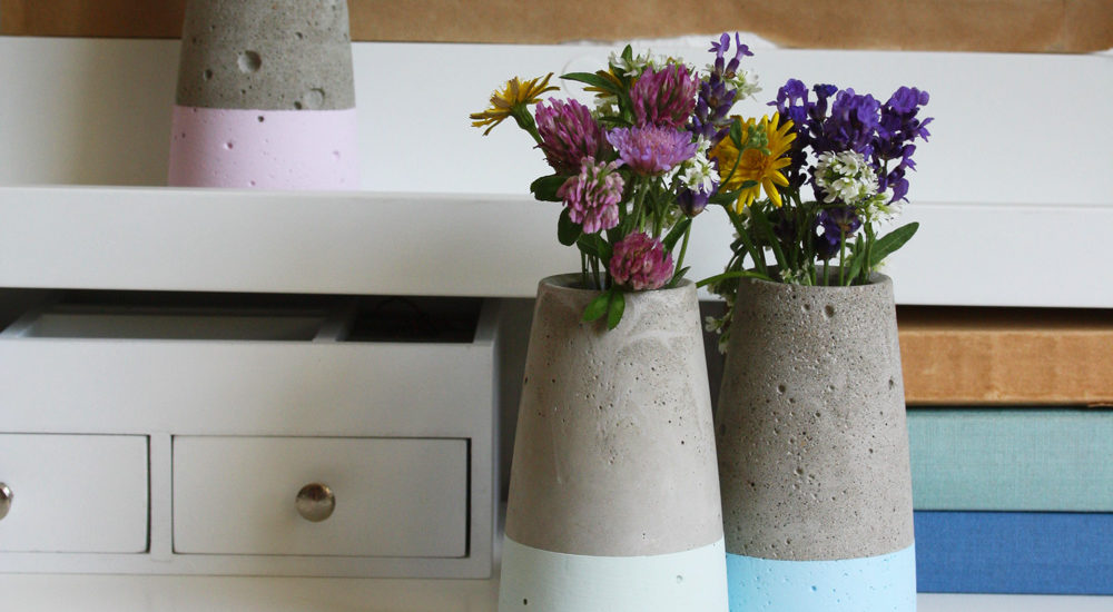 Betonvase wie house doctor tube dipped in kreide chalky