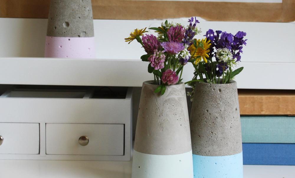 Beton Vase wie house doctor tube dipped in kreide chalky