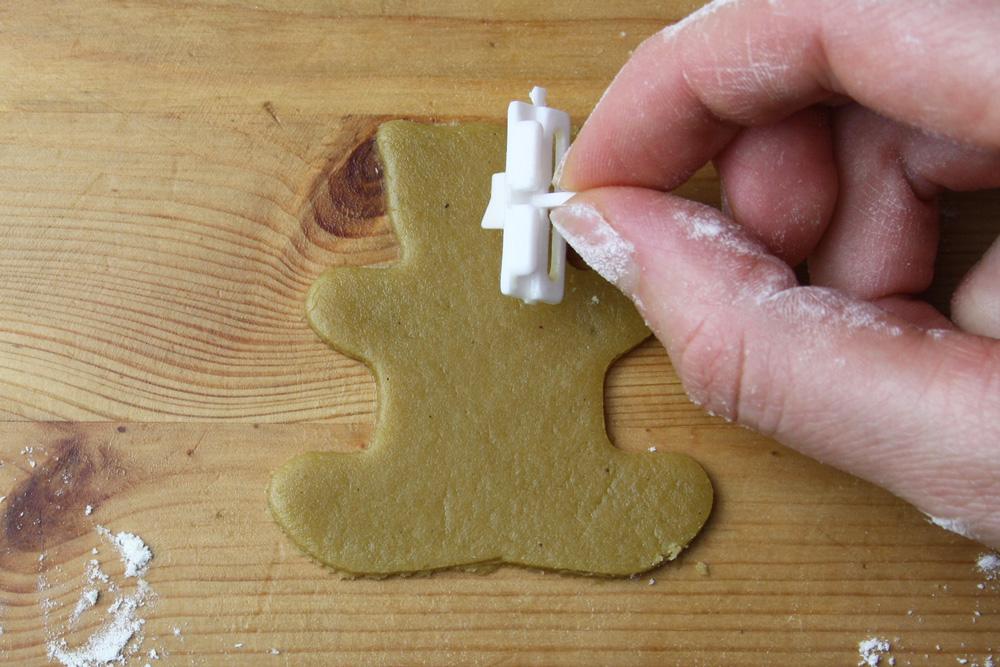 baerchen_umarmen_mandel_kekse_nut_hugging_bear_cookie_keksstempel